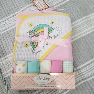 Other - NWT Hooded towel and washcloth set